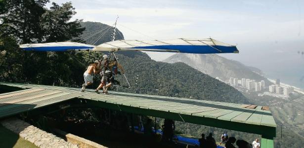 Pedra Bonita é um dos locais para saltos de asa delta e parapente no Rio