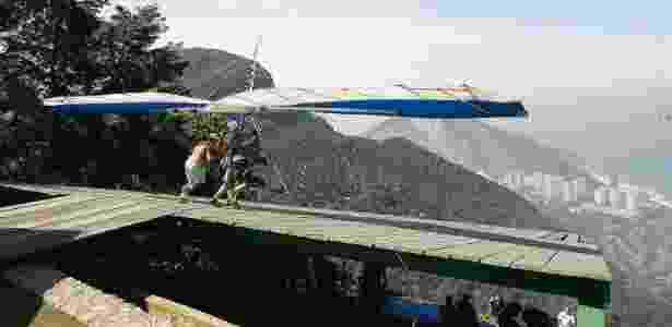 Salto de asa delta na Pedra Bonita, no Rio - Paulo Alvadia / Ag. O Dia - Paulo Alvadia / Ag. O Dia