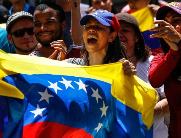 """Resultado de imagem para Oposição diz que Maduro foi """"revogado"""" com resultado de plebiscito na Venezuela"""