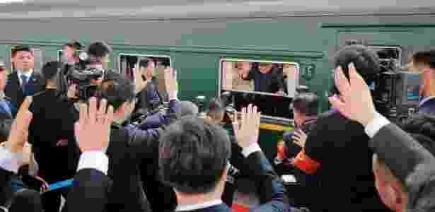 Imagem divulgada pela agência norte-coreana mostra Kim Jong-un partindo de trem em estação de Pequim - AFP PHOTO / KCNA VIA KNS  - AFP PHOTO / KCNA VIA KNS
