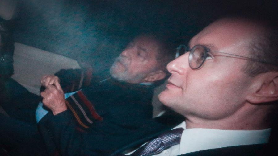 O ex-presidente Luiz Inácio Lula da Silva e seu advogado, Cristiano Zanin Martins - Felipe Rau - 5.abr.2018/Estadão Conteúdo