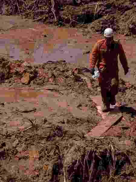 Bombeiro de Minas Gerais trabalha nas buscas em Brumadinho, Minas Gerais, após a queda de uma barragem da mineradora Vale destruir parte da região - Arquivo pessoal / Reprodução