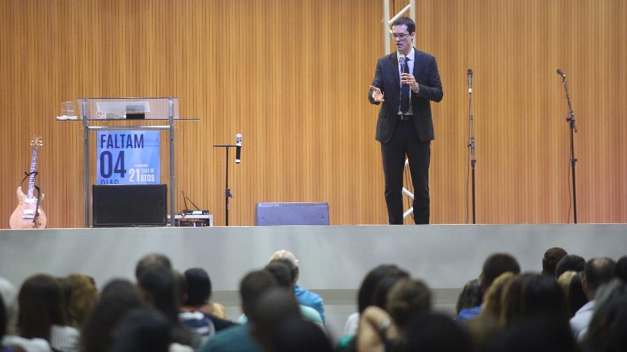 17.fev.2016 - Deltan Dallagnol fala sobre corrupção em Igreja Batista do Rio de Janeiro - Zo Guimaraes/Folhapress