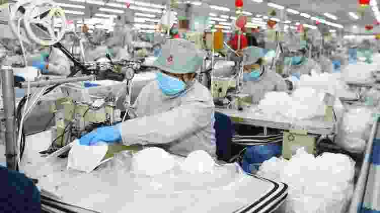 Produção de máscaras na China - Liang Xiaopeng/Xinhua