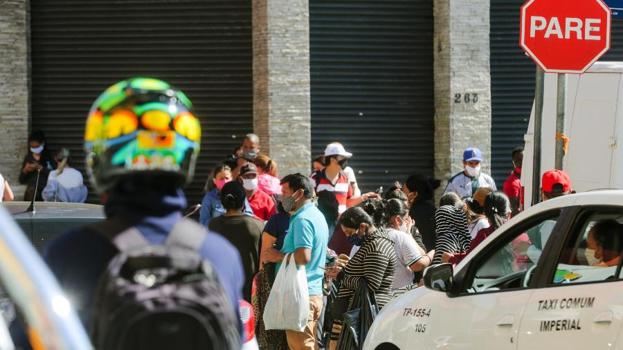 Comércio nas ruas do Brás, em São Paulo - Ricardo Matsukawa/UOL