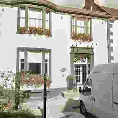 A fachada do Townhouse Hotel, na Escócia: Sopa fria, mas dono com cabeça quente - Reprodução/Google Earth