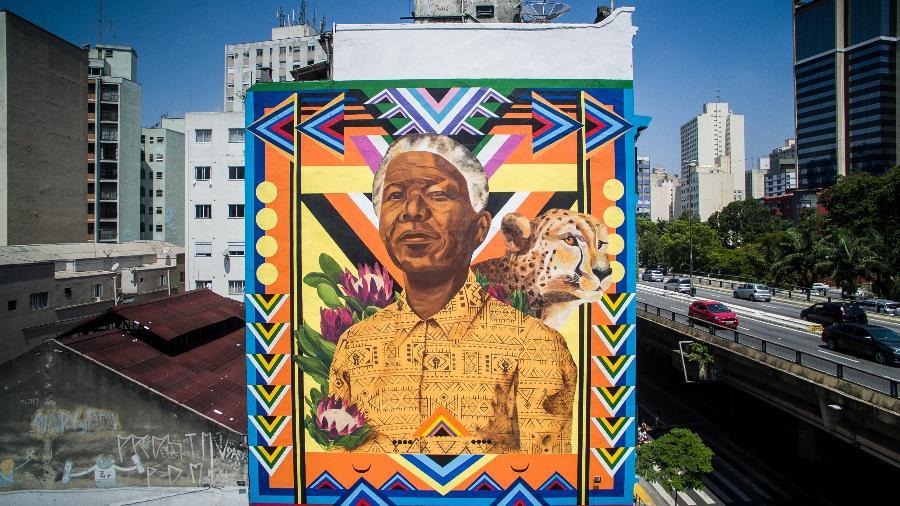 Pintura feita pela artista Tainá Lima, conhecida como Criola, na lateral de prédio no Elevado João Goulart, o Minhocão, no centro de São Paulo - Divulgação/Instagrafite