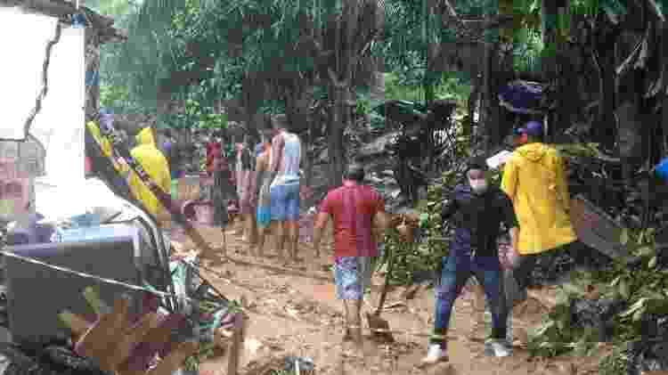 14.mai.2021 - Quatro pessoas da mesma família foram soterradas após uma barreira deslizar sobre a casa da família em Pernambuco - Reprodução/Redes sociais - Reprodução/Redes sociais