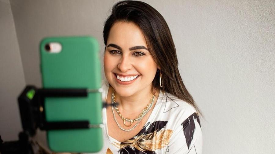 A psicóloga Luana Torres descobriu que poderia ter mais tempo livre trabalhando para si mesma como consultora de carreiras - Arquivo pessoal