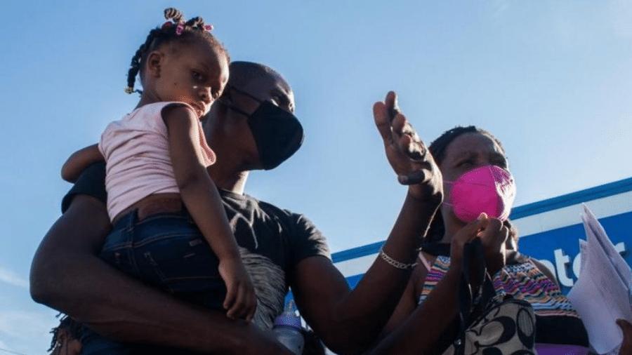 Del Rio ficou conhecida devido à chegada em massa de migrantes cruzando a fronteira através do rio Grande - IVÁN REYES