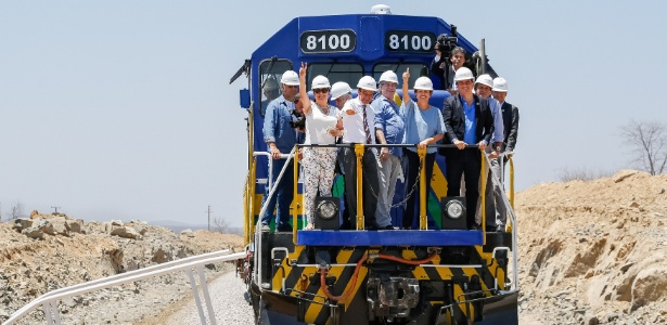 Dilma visita obras da ferrovia Transnordestina, em setembro de 2015 - Roberto Stuckert Filho/PR