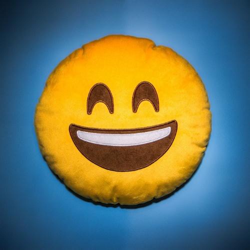 Fofostore chega ao primeiro milhão com almofada de emoticons
