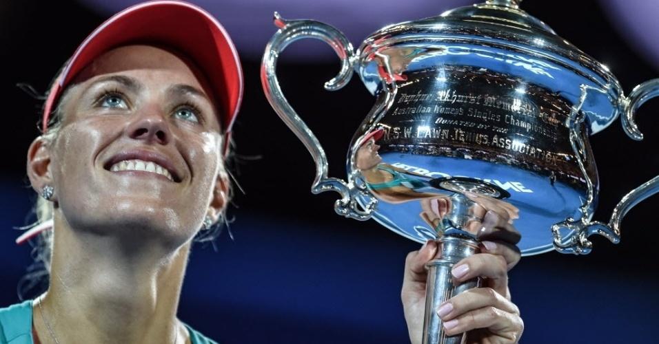 30.jan.2016 - A alemã Angelique Kerber venceu a final do torneio de tênis Aberto da Austrália, neste sábado (30), contra a norte-americana Serene Williams, em Melbourne, e levou o título