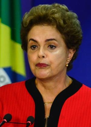 A presidente Dilma Rousseff durante a assinatura do acordo com a Samarco e a Vale