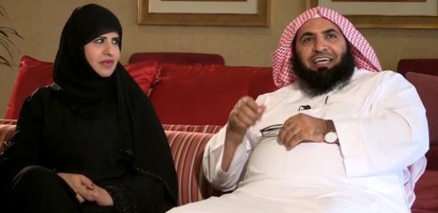 O ex-policial religioso saudita Ahmed Qassim al-Ghamdi ao lado de sua mulher, Jawahir