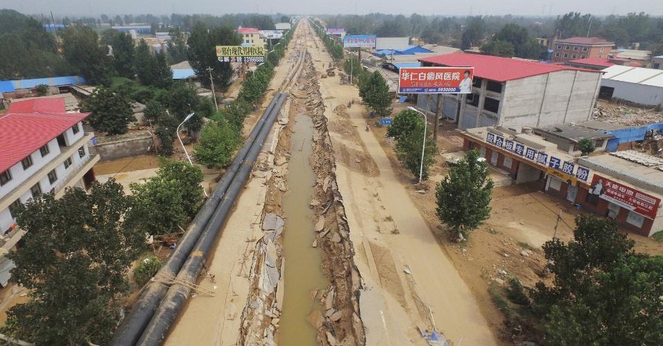 24.jul.2016 - Tubulações foram afetadas por inundações em Xingtai, na província de Hebei, na China. As enchentes no país já deixaram mais de 200 mortos