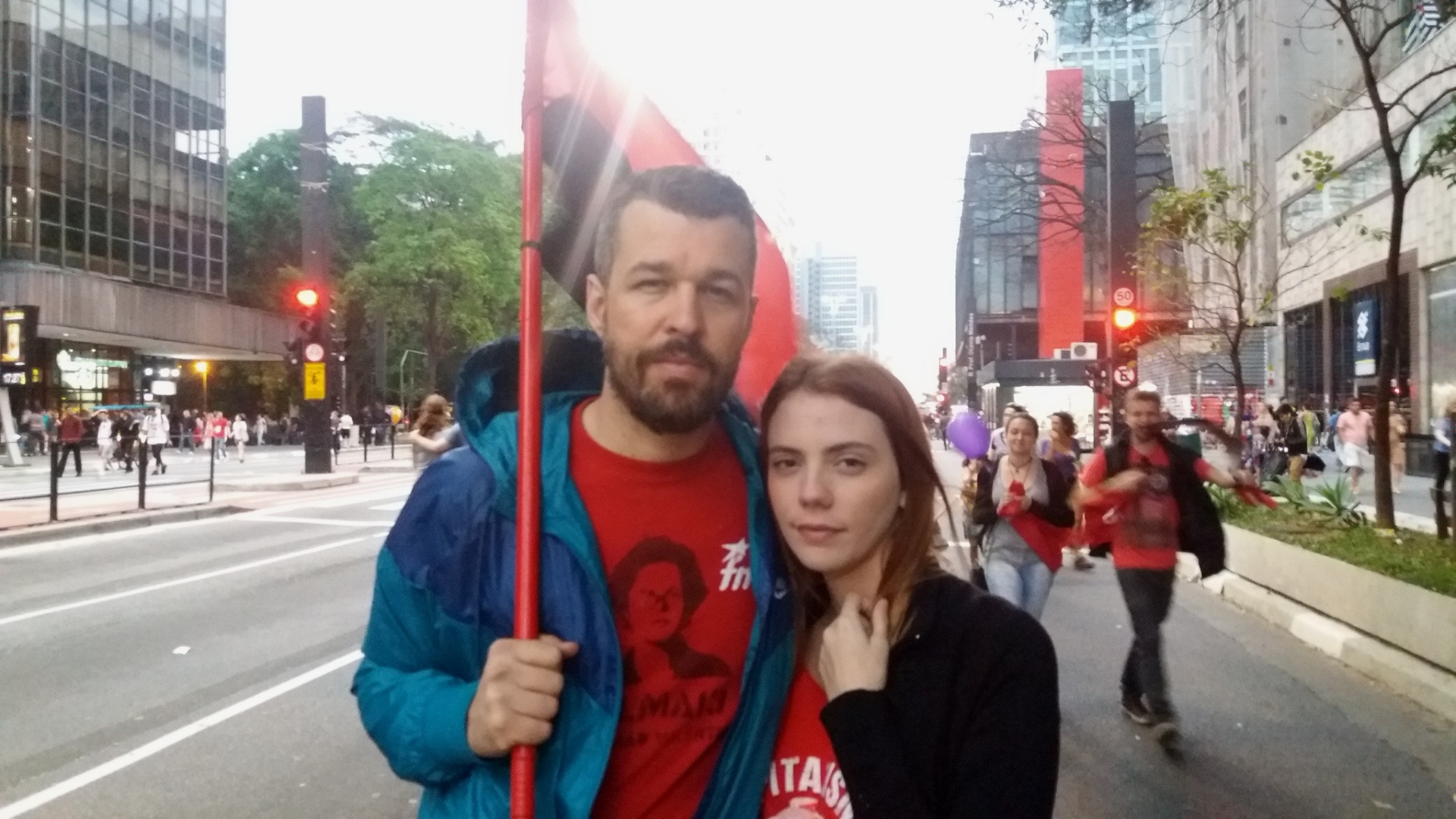 18.set.2016 - Mateus Potumati e Mayara Fortes participam do protesto por  novas 6c14fbecf016a