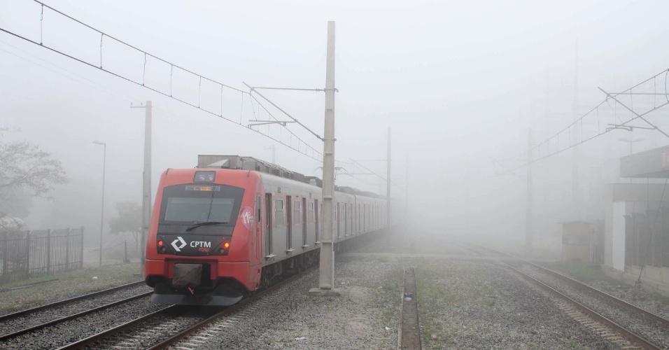 29.set.2016 - Forte nevoeiro atinge a região de Ermelino Matarazzo, zona leste de São Paulo