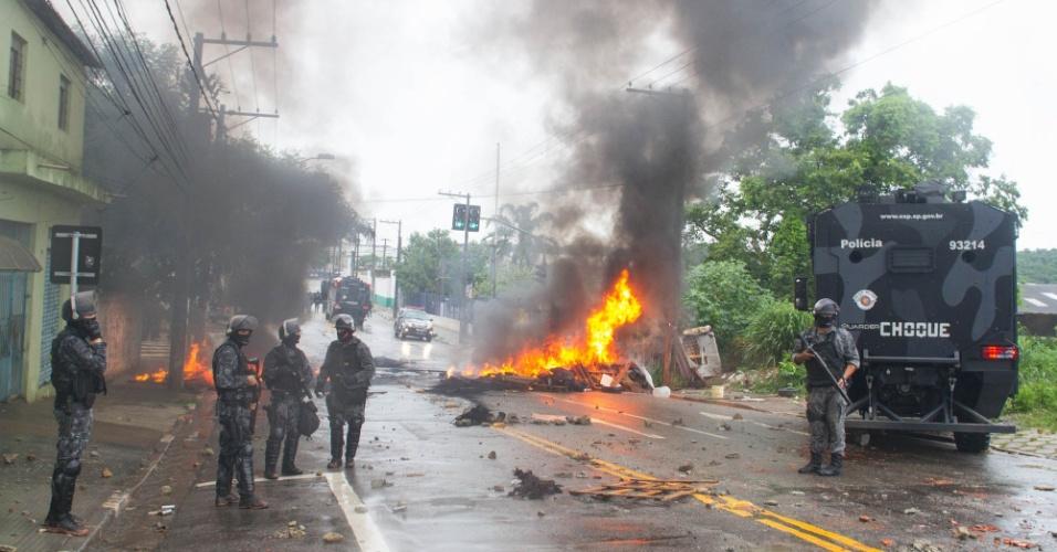 17.jan.2017 - Reintegração de posse de terreno em São Mateus, na zona leste de São Paulo, acaba em confronto entre moradores e a PM
