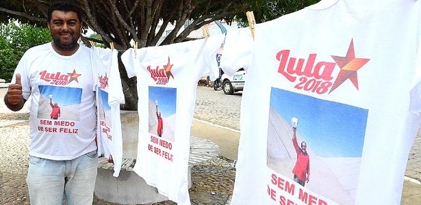 "José Avandaílson vende camisetas de ""Lula 2018"" a R$ 20 cada uma"