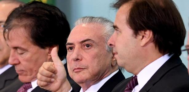 O presidente da Câmara, Rodrigo Maia (DEM-RJ), e o presidente Temer em cerimônia no Planalto (7.jun.2017)
