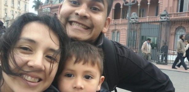 """Tenho muita fé que ele voltará e voltará bem"""", diz Gabriela Acosta, esposa de Esteban Garcia, com quem tem dois filhos - Arquivo pessoal"""