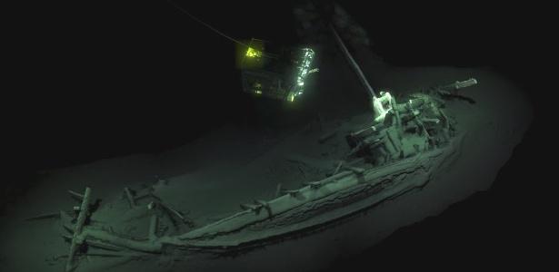 Navio naufragado há 2,4 mil anos foi descoberto graças a um projeto para mapear águas profundas, onde não há oxigênio - BLACK SEA MAP/EEF EXPEDITIONS