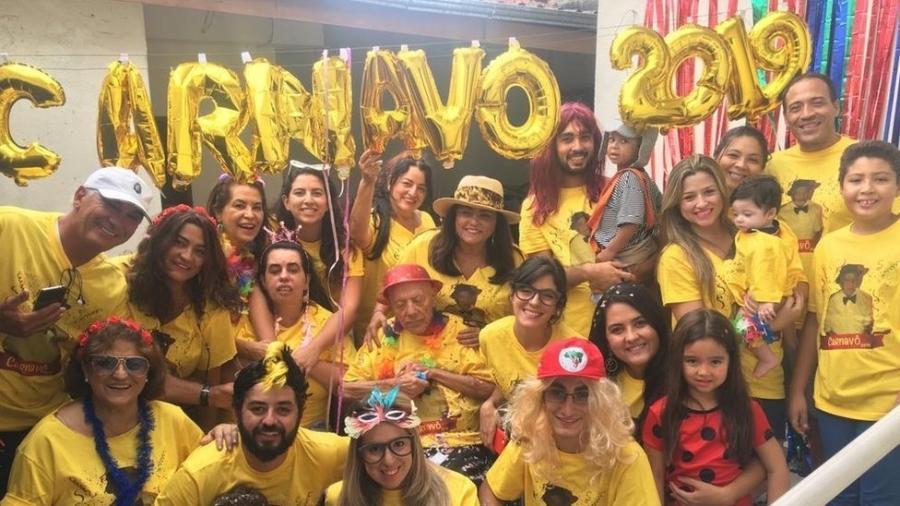Há nove anos, Teotonio Pires Ferreira ganha uma festa de carnaval com a família - Arquivo Pessoal