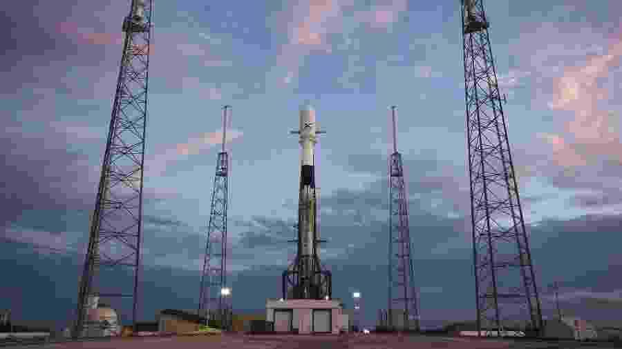 Foto divulgada pela SpaceX mostra Falcon 9 um dia antes do lançamento na Flórida - SpaceX/Divulgação