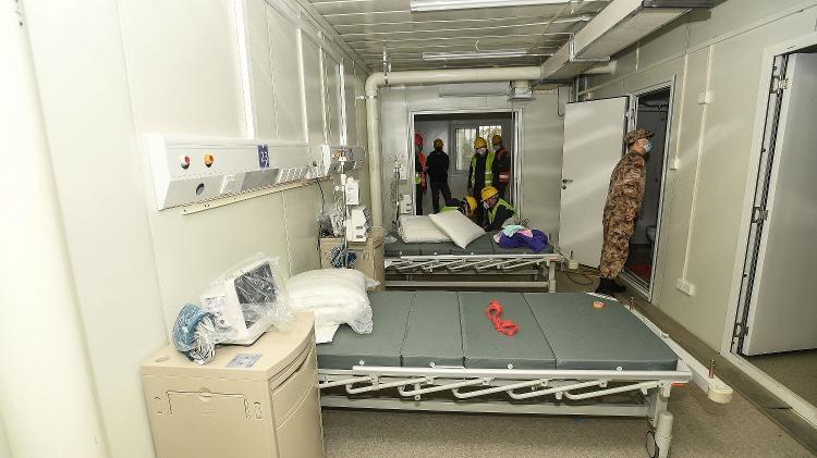02.fev.2020  - Vista interna de um dos quartos do hospital Huoshenshan, em Wuhan, que vai receber pacientes infectados com o coronavírus - AFP/XINHUA