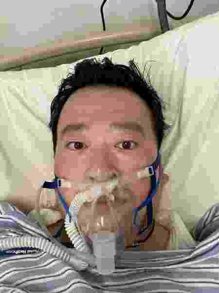 Li Wenliang em hospital de Wuhan - LI WENLIANG/GAN EN FUND via REUTERS