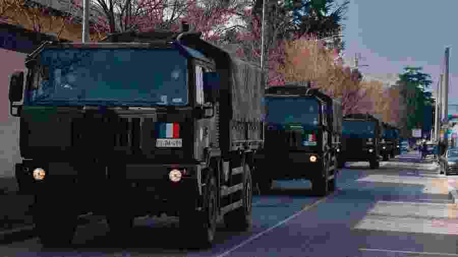 21.mar.2020 - Veículos militares retiram corpos em Bergamo, na Itália, devido ao surto do novo coronavírus - EFE/EPA/Filippo Venezia