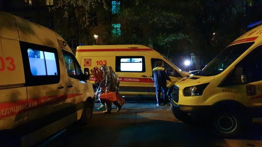 Bombeiros atendem ao chamado de incêndio no Spasokukotsky Hospital, em Moscou, Rússia - Denis Voronin/Moskva News Agency