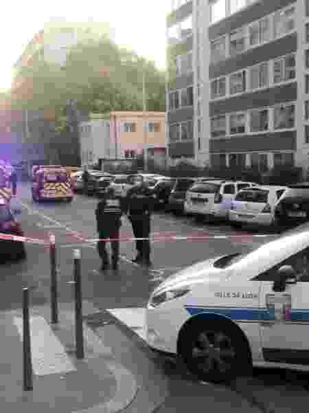 Policiais vigiam local em que padre ortodoxo foi baleado; suspeito fugiu - Reprodução de vídeo nas redes sociais/REUTERS