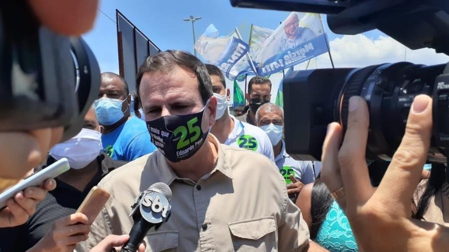 Na escola de samba Mocidade Independente de Padre Miguel, Eduardo Paes recebeu apoio dos senadores Romário (Podemos) e Carlos Portinho (PSD)  - Gabriel Sabóia/UOL