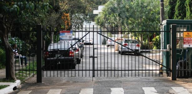 O acesso a pedestres só poderá ser proibido no período noturno, das 22h às 6h