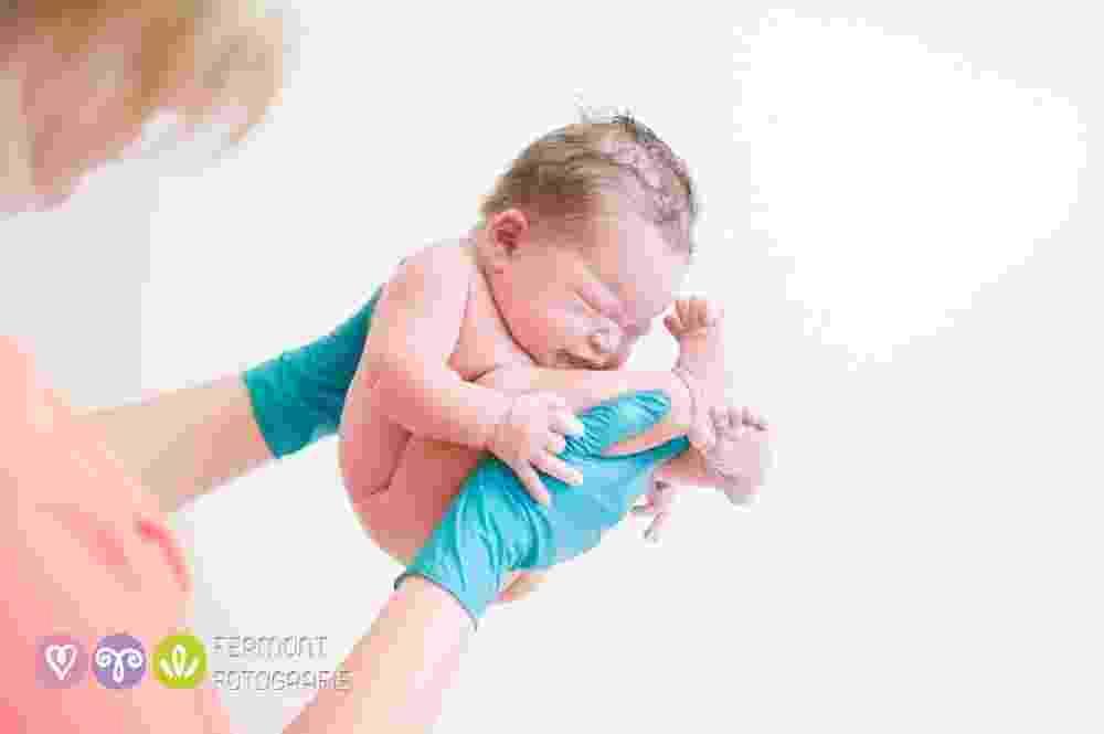 15.set.2015 - As lentes da fotógrafa holandesa Marry Fermont registram bebês que acabaram de ser dados à luz na posição em que costumavam ficar dentro do útero - Marry Fermont/fermontfotografie.nl/en