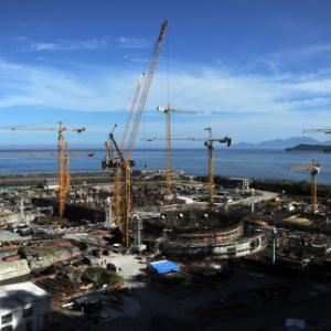 Foto aérea da usina da construção de Angra 3