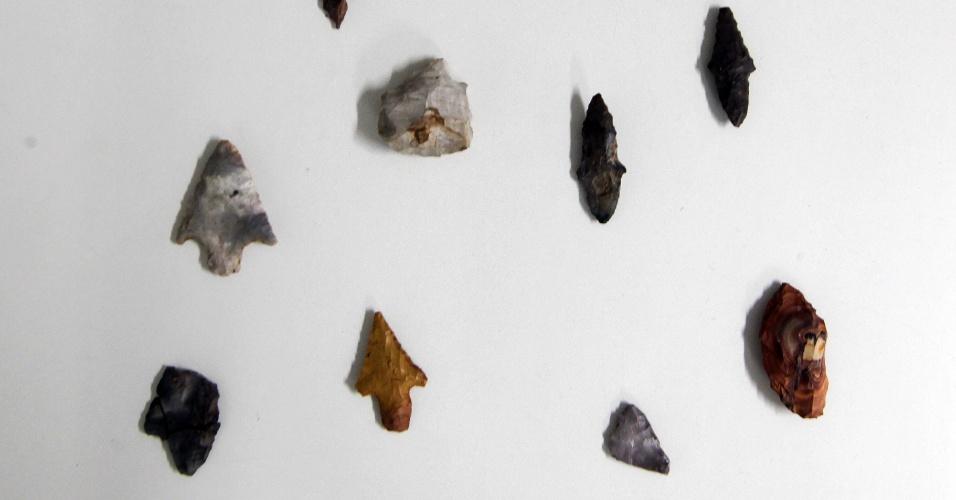 HUMANOS HÁ 11 MIL ANOS EM SP - Descoberta arqueológica no interior de São Paulo pode apimentar o debate sobre a presença de povos na América. A datação de pedras lascadas de um sítio de São Manuel, no interior, feita por um laboratório americano aponta que os objetos são de 11 mil anos atrás. Os itens entram para a lista de objetos mais antigos já achados no Brasil, que variam no mesmo período - datações muito mais antigas do que esta são vistas com ceticismo por cientistas