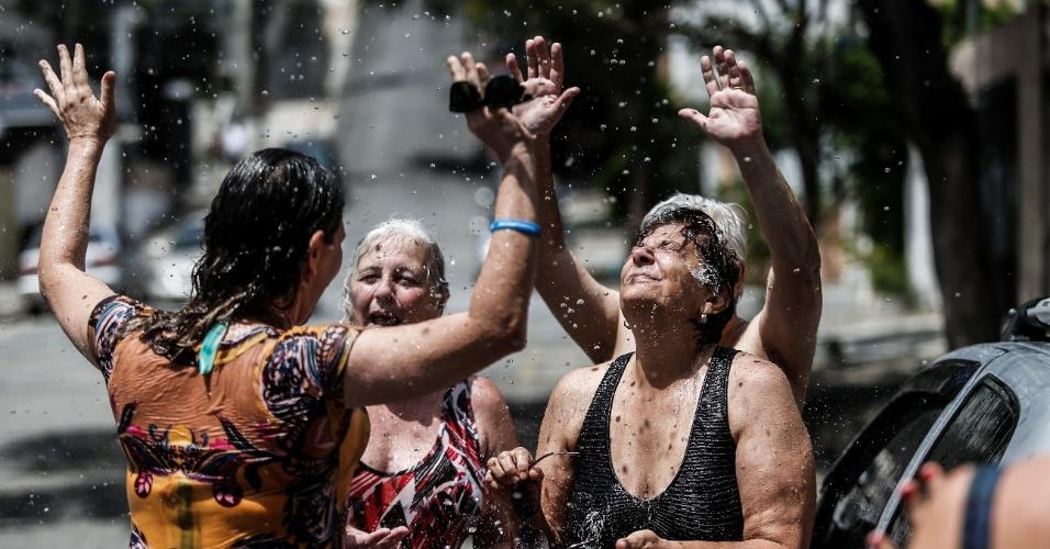 """A praça Homero Silva, na região, ganhou até um subtítulo em homenagem a tanta água que brota do seu solo: """"Praça da Nascente"""""""