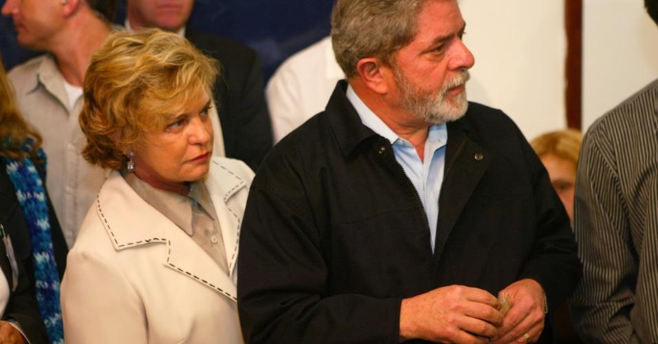 25.jan.2017 - O ex-presidente Lula votou no primeiro turno das eleições municipais de 2004, em São Bernardo do Campo. Lula estava acompanhado da primeira-dama, Marisa Letícia