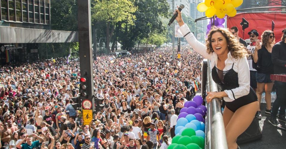 18.jun.2017 - A cantora baiana Daniela Mercury participa Parada do Orgulho Gay na Avenida Paulista, em São Paulo