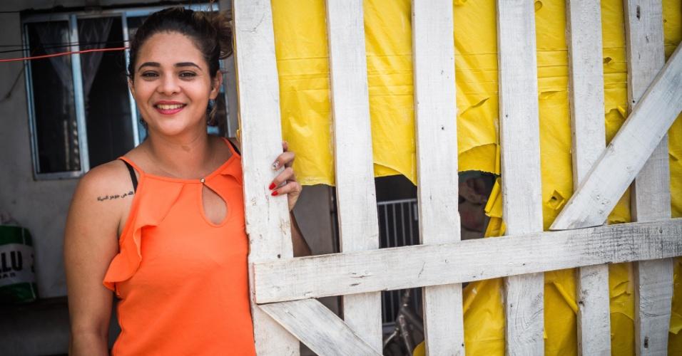 14.abr.2018 - Operadora de caixa Natália Oliveira mora com cinco filhos na ocupação Araguaia, no Iguatemi, extremo leste