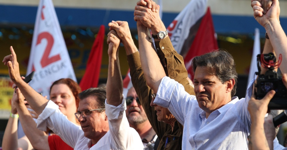 25.set.2018 - O candidato do PT à presidência da República, Fernando Haddad (PT), participa de ato de campanha na cidade de Campinas, interior de São Paulo, nesta terça-feira (24)