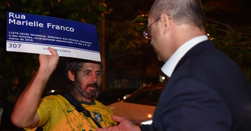 18.out.2018 - O candidato Wilson Witzel chegando para participar do debate entre candidatos a governadores na TV Band no Rio de Janeiro (RJ), nesta quinta-feira (18)