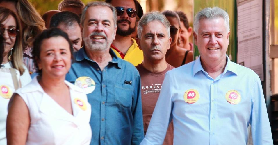 28.out.2018 - Candidato ao governo do DF, Rodrigo Rollemberg (PSB) vota no segundo turno das Eleições 2018 no SEB Dínatos, em Brasília (DF)