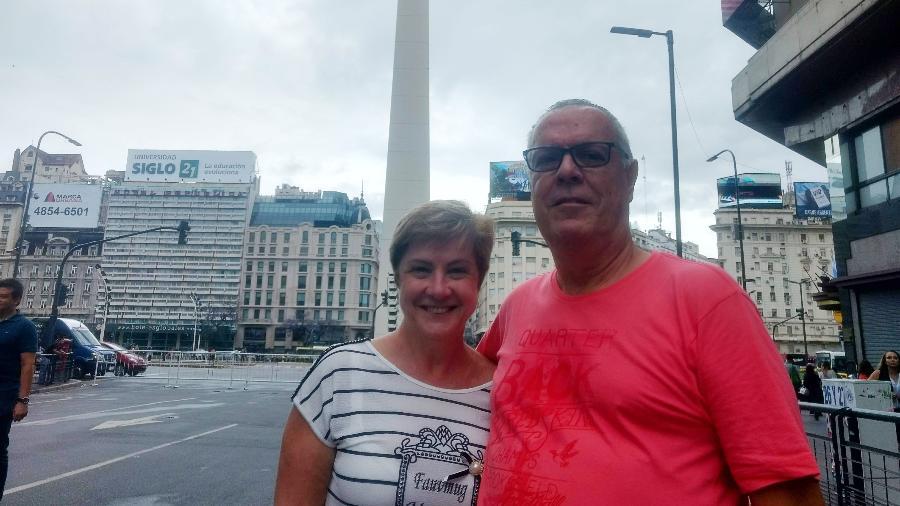 """Regina Célia do Amaral e o marido, Alcides, souberam dos problemas de abastecimento por conta do G20 só no hotel: """"Nem as toalhas vão ser trocadas"""" - Talita Marchao/UOL"""