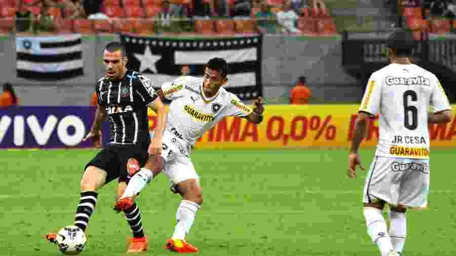 Botafogo e Corinthians se enfrentaram pelo Campeonato Brasileiro 2014 no Estádio Arena Amazônia em 11 de outubro de 2014 - Edmar Barros/Futura Press/Folhapress