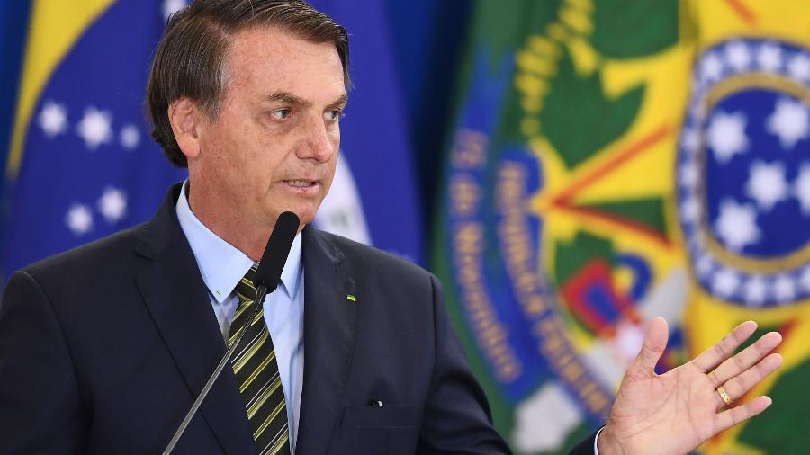 O presidente Jair Bolsonaro discursa em evento com militares no Palácio do Planalto - EVARISTO SA/AFP