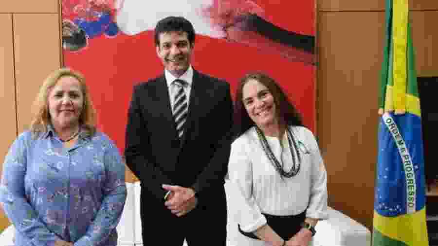 Jane Silva, secretária de Diversidade Cultural, ao lado do ministro do Turismo, Marcelo Álvaro Antônio, e a atriz Regina Duarte - Divulgação